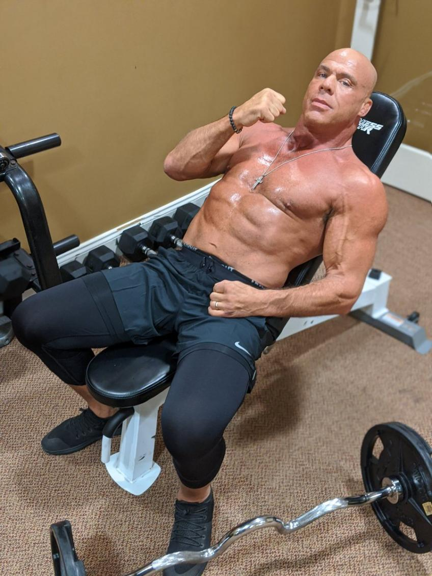 Kurt Angle shows off great body in a new image